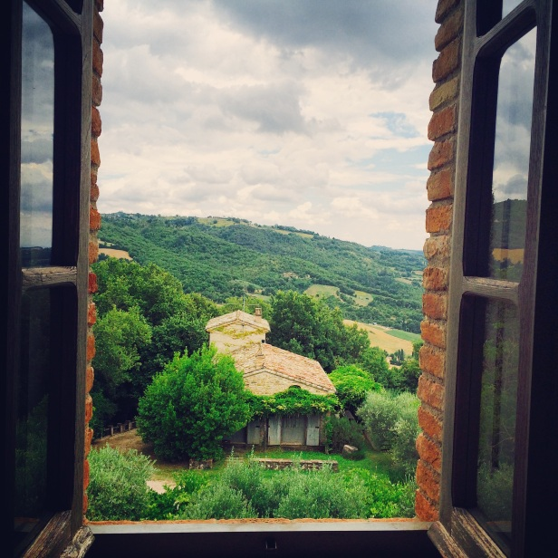 The magical view of the Tuscany from the bed when you open your eyes