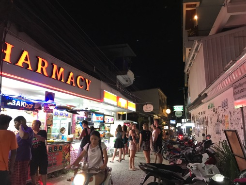 Sairee Beach market area